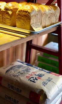 Sacs de farine dans la boutique