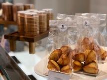 Madeleines et biscuits au saké
