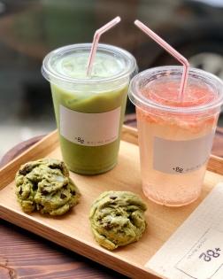 Matcha cookies, matcha iced latte, et thé pétillant au pamplemousse