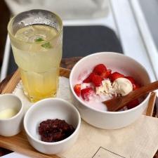 Bingsu aux fraises et jus de yuzu