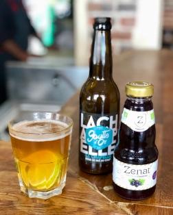 Bières et jus de fruits bien sélectionnés